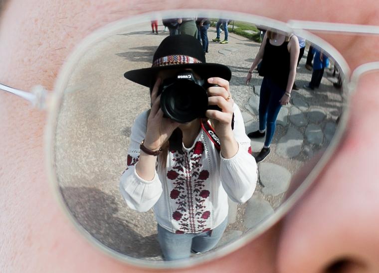 roma- refleksjon i brille, selfie