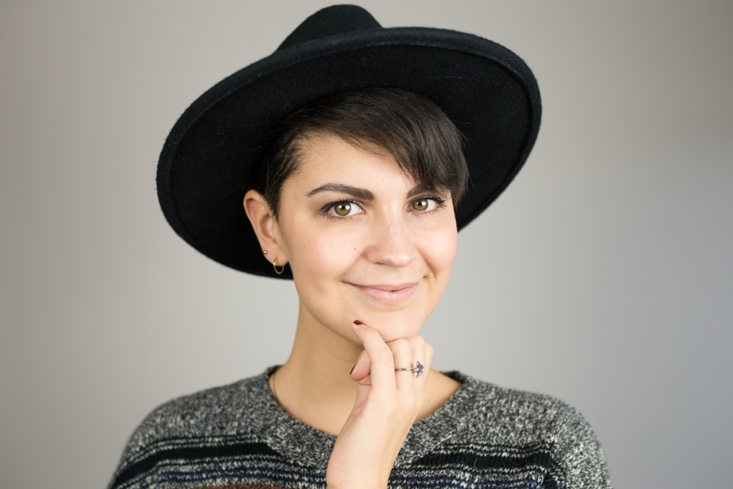 Portrait hat2